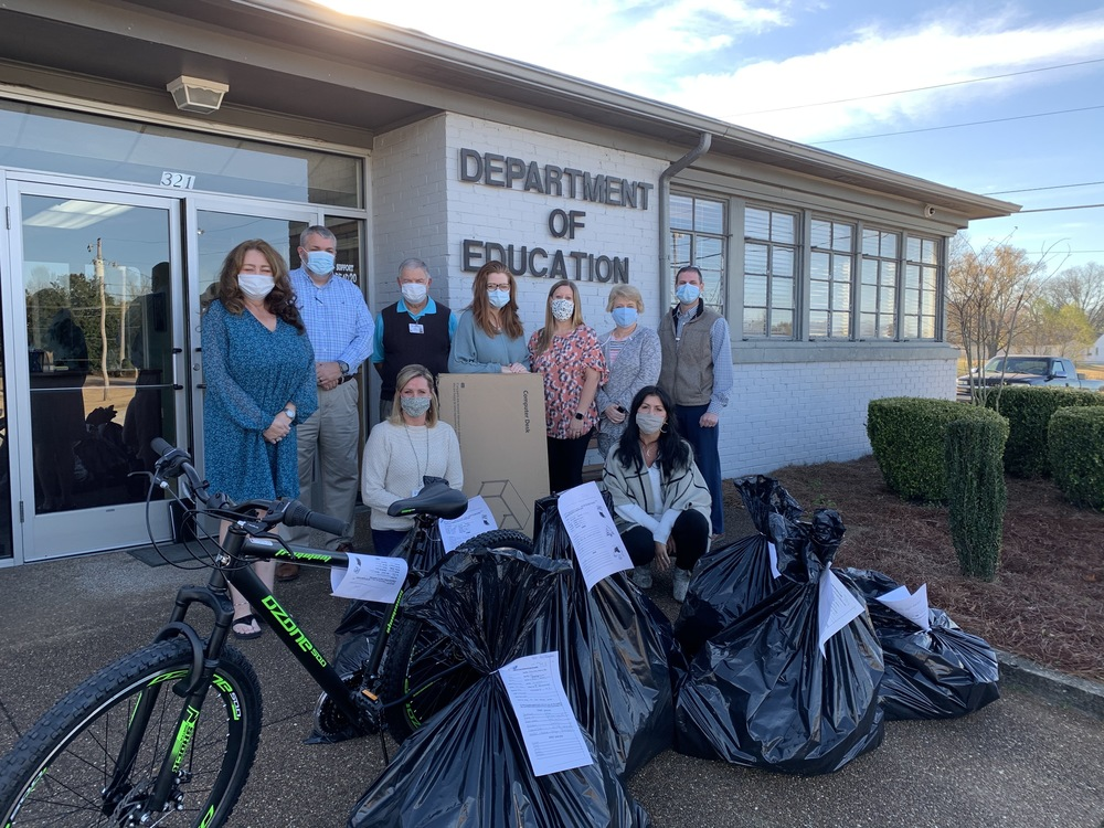 Laud. Co. Dept. of Education Donates to Carl Perkins Angel Tree